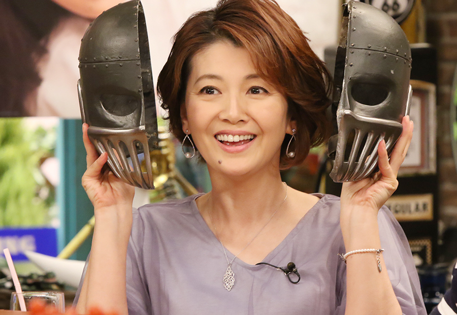 鉄仮面を被ってスタジオに現れた女優・南野陽子