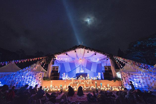 ツアーバス利用者専用キャンプサイト「ピラミッドガーデン」のステージは、キャンドルアーティスト「Candle JUNE」プロデュース
