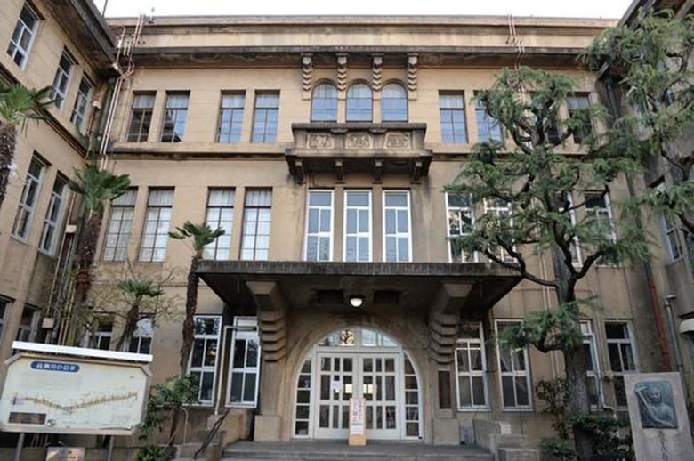 昭和3年築、和洋折衷建築である元・立誠小学校の建物