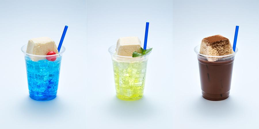 (左から)ブルーハワイソーダフロート、梅ソー田フロート、ココアフロート各200円