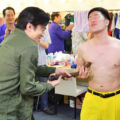NGKの楽屋で、染五郎は吉本新喜劇の・吉田の鉄板ネタ「乳首ドリル」を完コピ再現