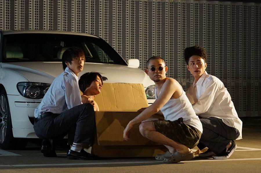 ドラマの1シーン。左からトビオ(窪田正孝)、マル(葉山奨之)、パイセン(今野浩喜)、伊佐美(間宮祥太朗)