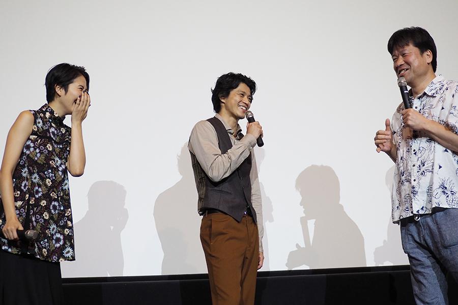 赤ら顔で登場した佐藤二朗に、小栗旬と長澤まさみも苦笑い(15日・大阪市内)