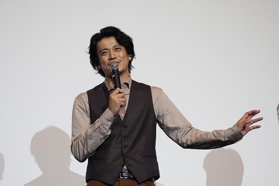 監督&佐藤の暴走トークに、さすがの小栗旬もタジタジ(15日・大阪市内)