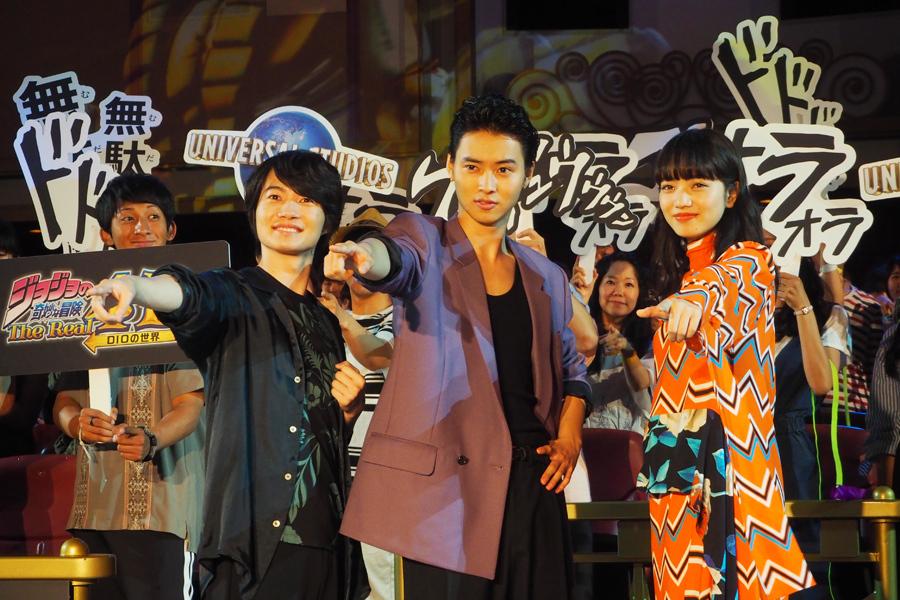 プレミアムイベントに登場した(左から)神木隆之介、山﨑賢人、小松菜奈(19日、ユニバーサル・スタジオ・ジャパン)