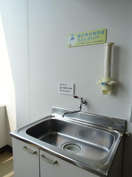 香川県高松空港に設置されている「うどん出汁蛇口」