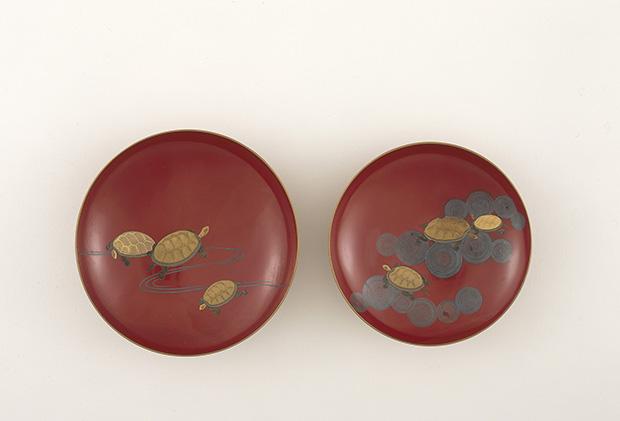 亀に流水・亀に渦巻蒔絵盃 美濃屋製 京都国立博物館