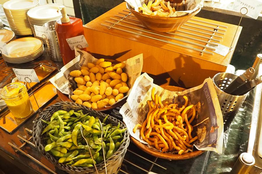 ポテトや枝豆など定番メニューも充実!男性も大満足だ