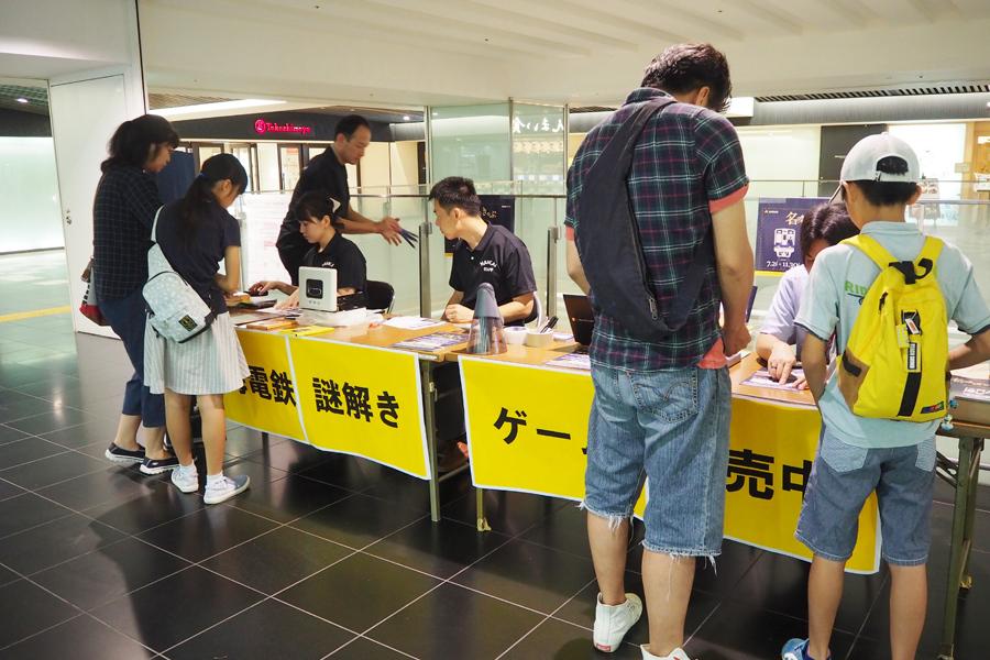 1日には「南海難波駅」で先行販売会を実施。SNSやポスターを見た人、たまたま通り掛かった人など約170人がキットを購入した
