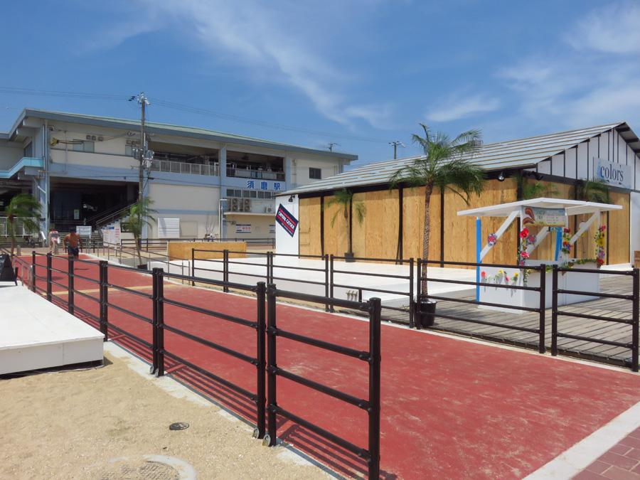 須磨海水浴場はJR須磨駅から直結。遊歩道も整備され歩きやすくなった