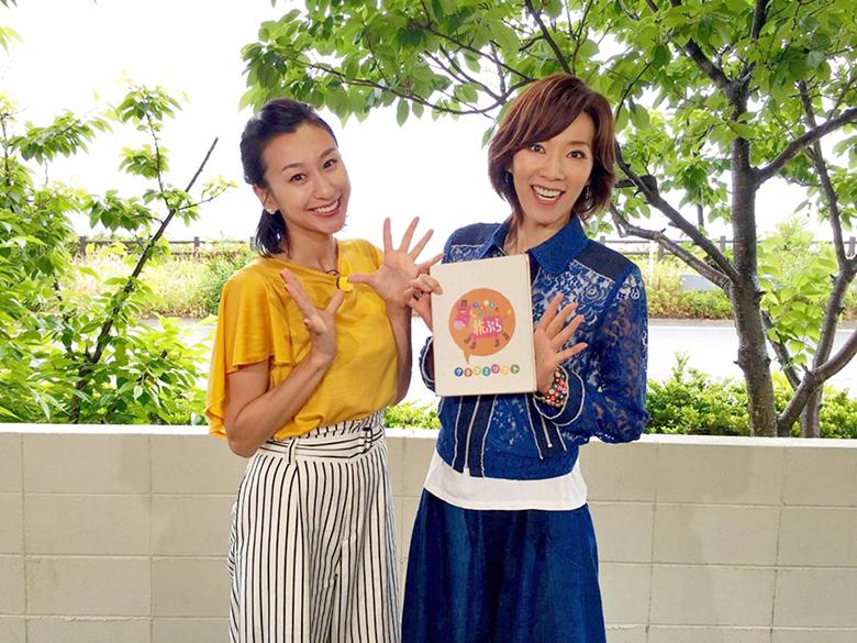 鳥取「白兎神社」などを訪れた真琴つばさ(右)と浅田舞