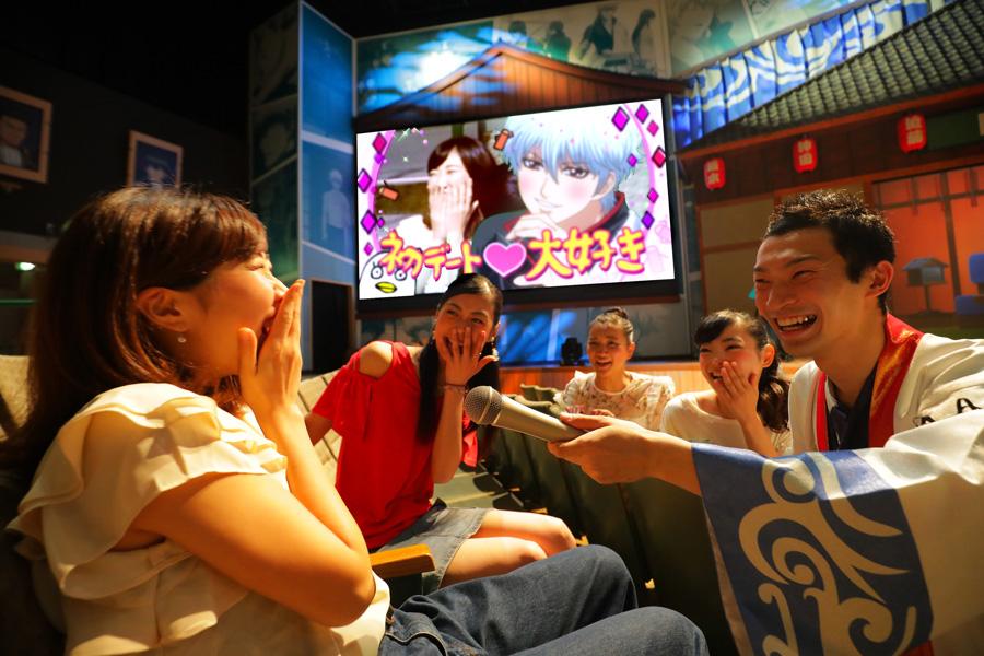 進行役を介して銀さんらとコミュニケーション 画像提供:ユニバーサル・スタジオ・ジャパン