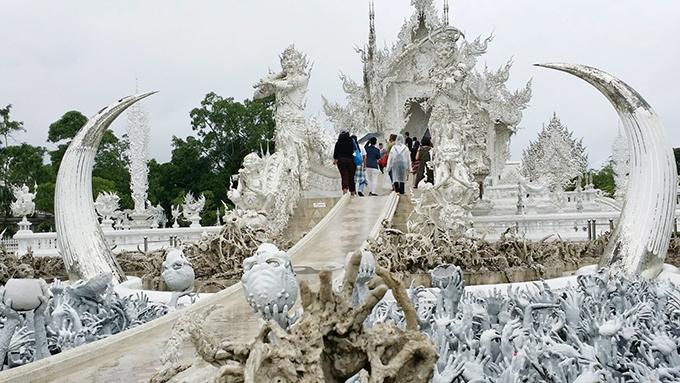 「ホワイト・テンプル」の別名で知られる「Wat Rong Khun(ワット ロンクン)」