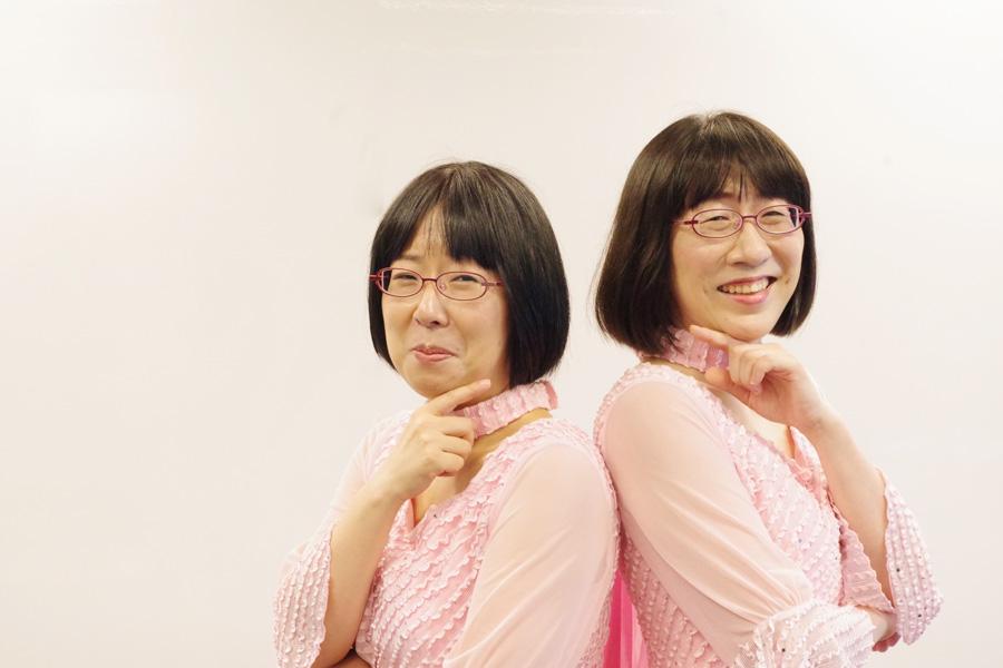 単独ライブをおこなう阿佐ヶ谷姉妹(左から木村美穂、渡辺江里子)