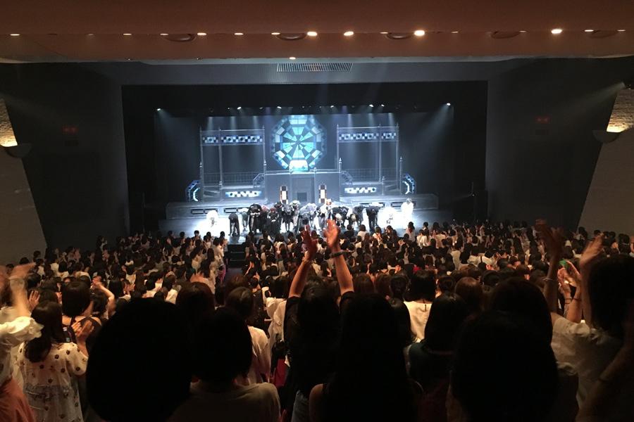 20日の大阪公演千秋楽、観客によるスタンディングオベーション