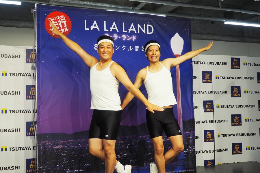 イベントに登場した藤崎マーケット。左から田崎、トキ(1日、大阪市内)