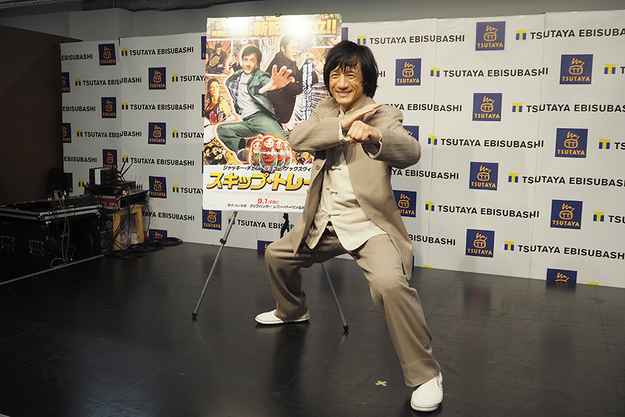 映画の公開記念のイベントに登場したジャッキーちゃん(9日・大阪市内)