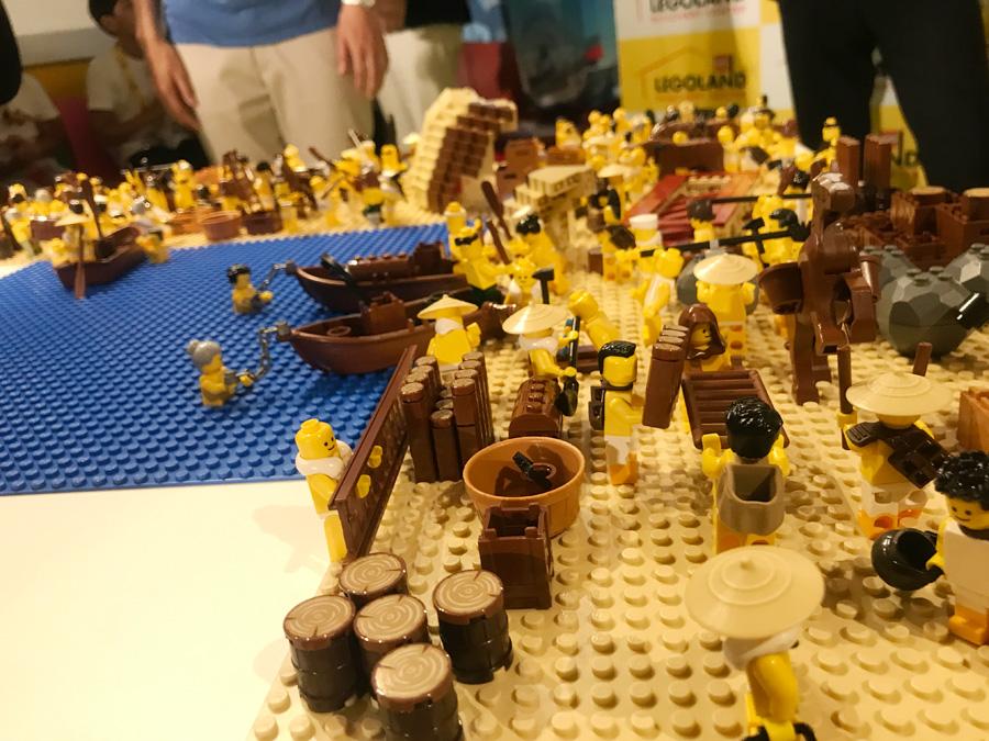 本企画は、大阪港開港150年記念の関連プロジェクト。写真は、船大工が作業している様子を再現したレゴ・ブロック