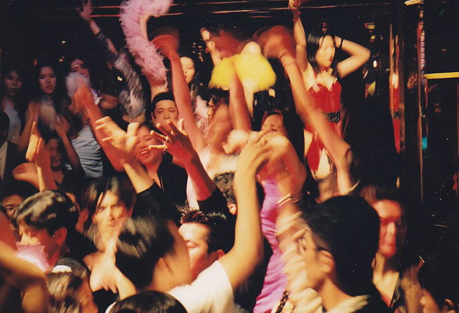 当時の「マハラジャ」で盛り上がる若者たち