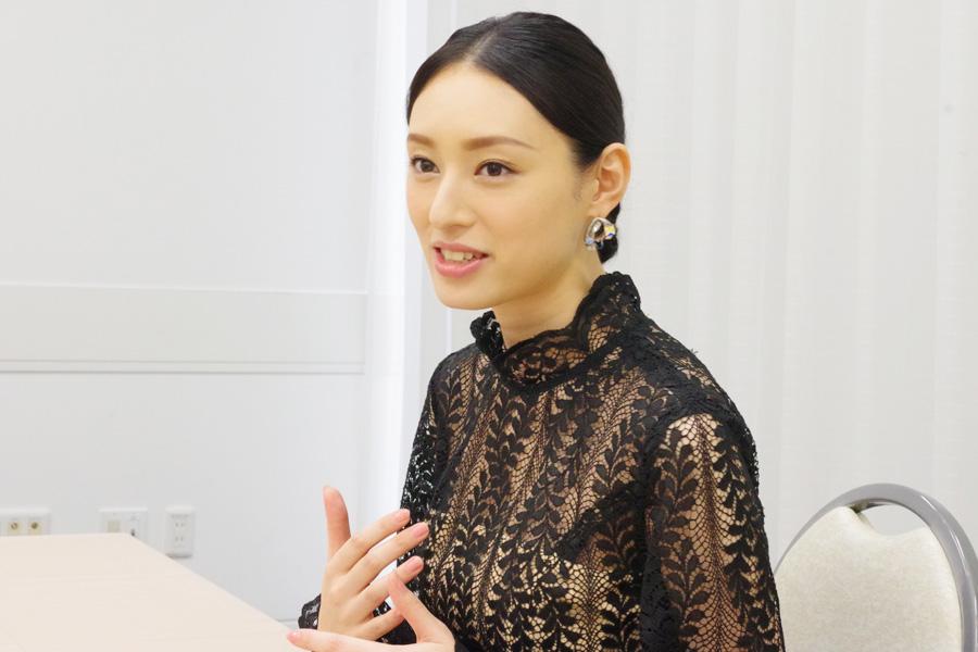本作の脚本は朝ドラ『ひよっこ』の岡田。「なんで私が呼ばれなかったんだろう。出身が茨城なので、茨城弁リアルにいけるのにな」と漏らした栗山