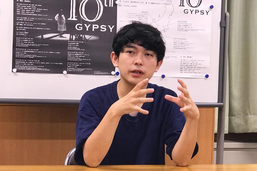 「いわゆる起承転結のスタイルを回避していますが、扱ってるテーマはわかりにくくないと思います」と藤田