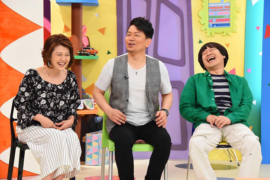 番組MCをつとめる雨上がり決死隊とゲストの南野陽子(左)