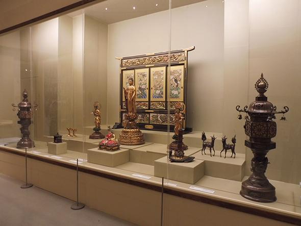 1863年にアムステルダムで行われた展示の再現 ミュンヘン五大陸博物館蔵 ©Museum Fünf Kantinente, Munich(MFK)