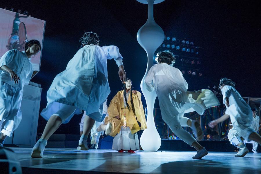 過去の公演より 『東京キャラバン ~プロローグ~』(2015年) 写真/井上嘉和