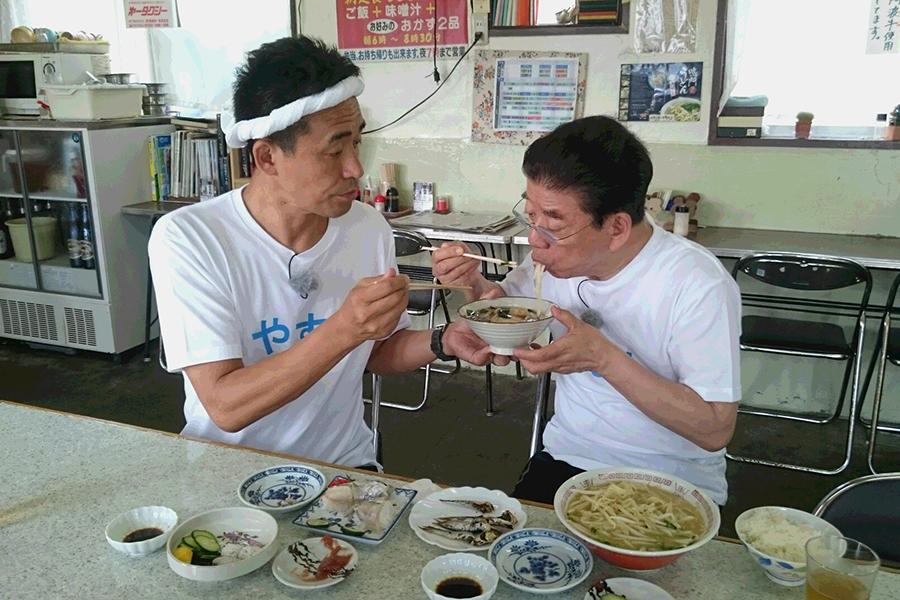 鳴門駅近くの昭和な大衆食堂「うずしお食堂」で腹ごしらえする西川きよしと石田靖
