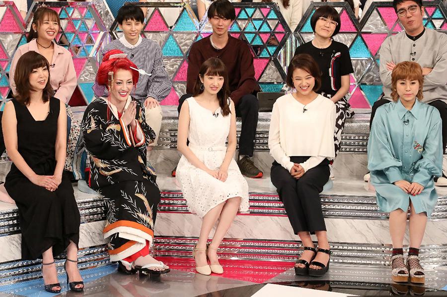 前列左から、角川慶子、五月千和加、團遥香、草刈麻有、IMALU