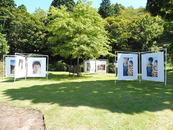 川島小鳥《昨日の君、明日のあなた》 展示場所:六甲山カンツリーハウス(神戸市灘区)