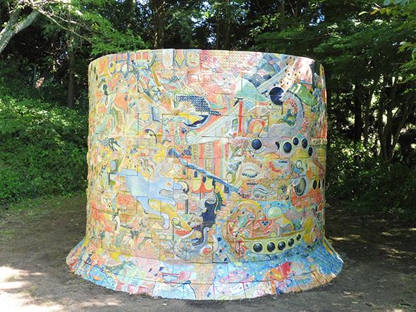 楢木野淑子《あるべきようわ、ムコの山》 展示場所:六甲高山植物園(神戸市灘区)