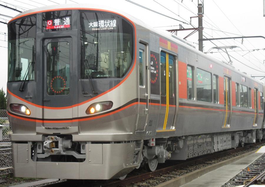 大阪環状線 新型車両323系。「結婚が内回り・外回りの線路のような『◎(二重マル)』となるよう想いをこめた」という