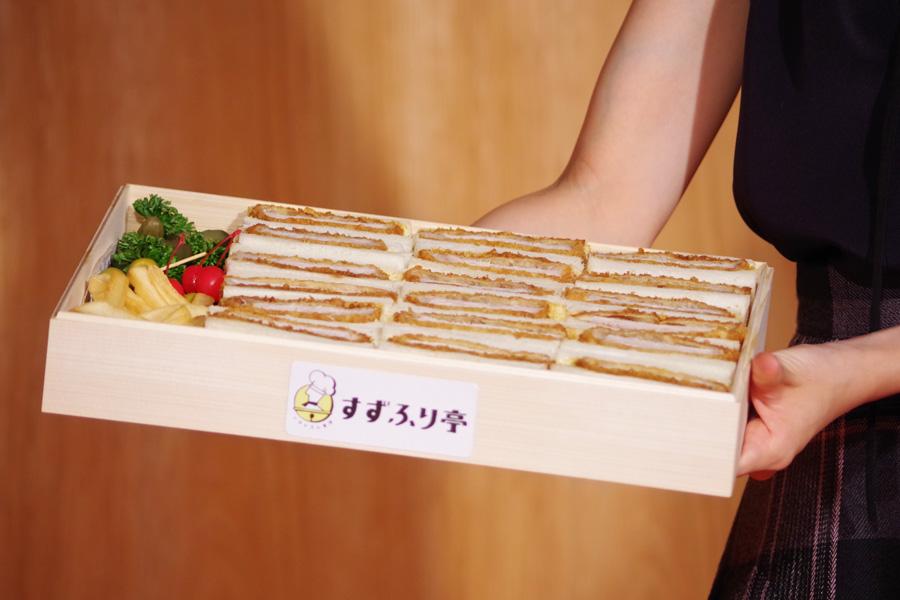 この日、朝から料理監修している先生に作ってもらって東京から運んだというポークカツサンド。これで5〜6人前