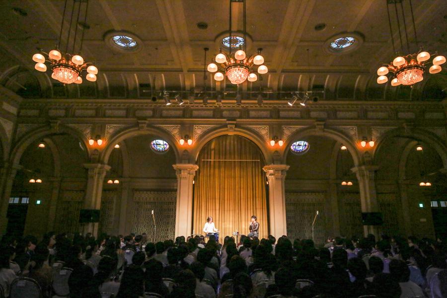 大阪市中央公会堂のクラシックな雰囲気に「興奮してます!」とDEAN 写真提供:FM802