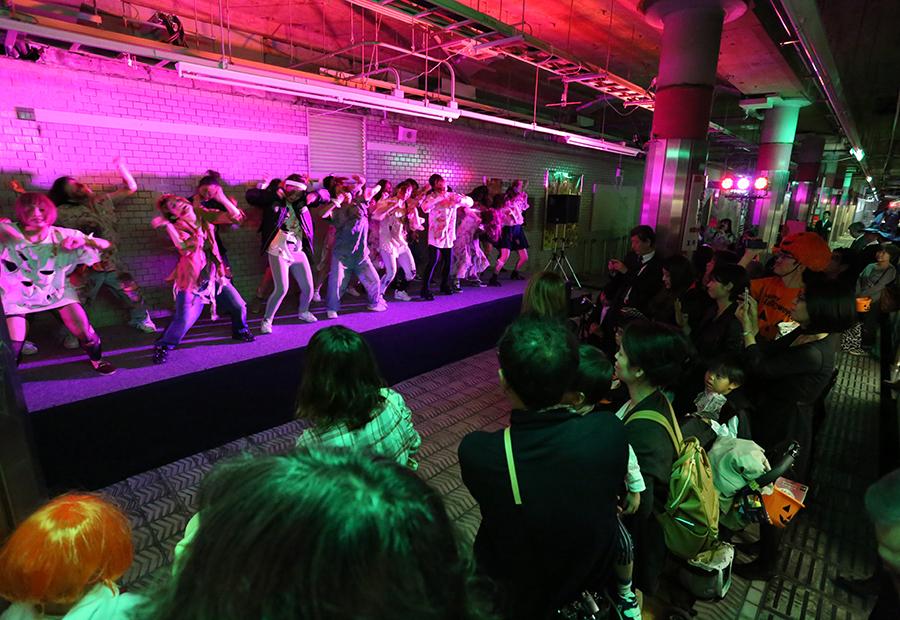 大阪市営地下鉄・千日前線「野田阪神」駅の当日の様子
