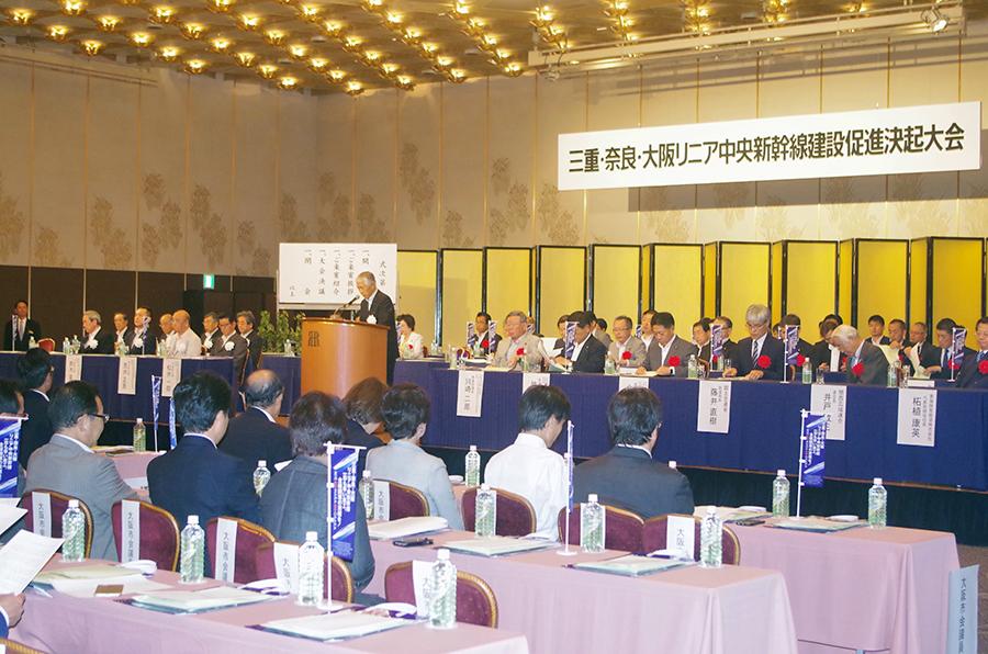 決起集会には、かつて運輸大臣もつとめた川崎二郎衆議院議員や国土交通省の鉄道局長らも出席(11日・大阪市内)