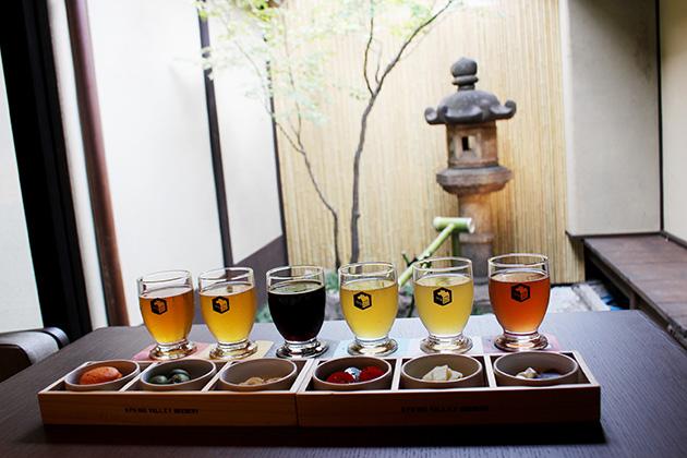 定番6種類のビールを飲み比べできる、ペアリングセット(2300円)は、それぞれに合うおつまみがセット。おつまみを食べてからビールを飲むとその味の変化にびっくり