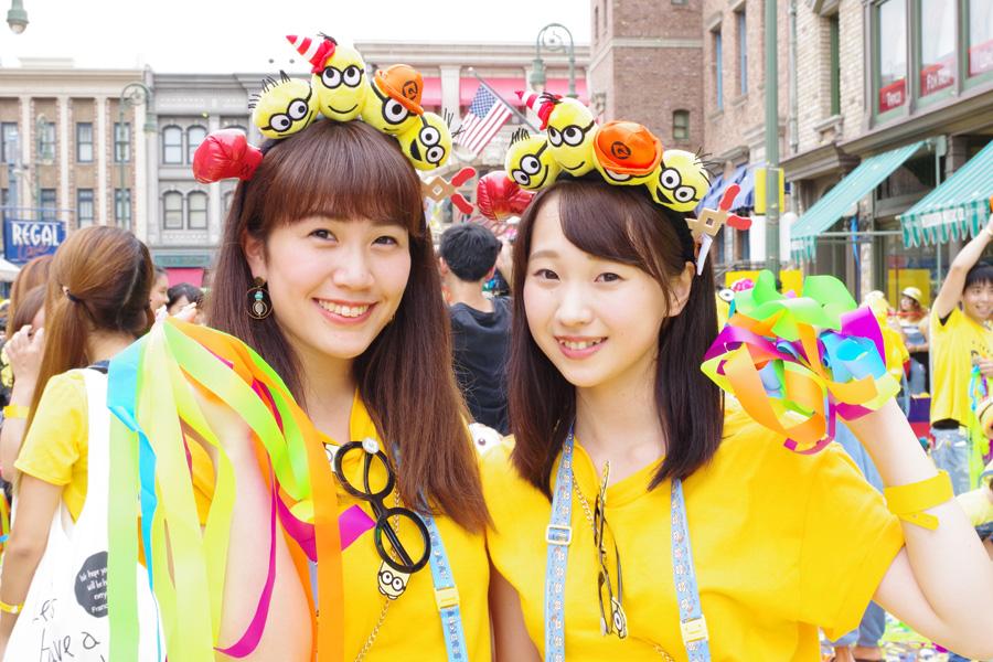 「今日は夜行バスで来ました。明日は学校!」と元気に話す瑠莉さんと美優さん