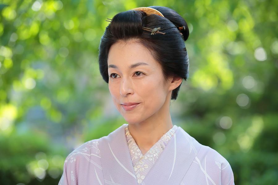 自らの裏設定に「脚本の吉田智子さんは『全然違う』とおっしゃるかもしれませんが(笑)」と鈴木
