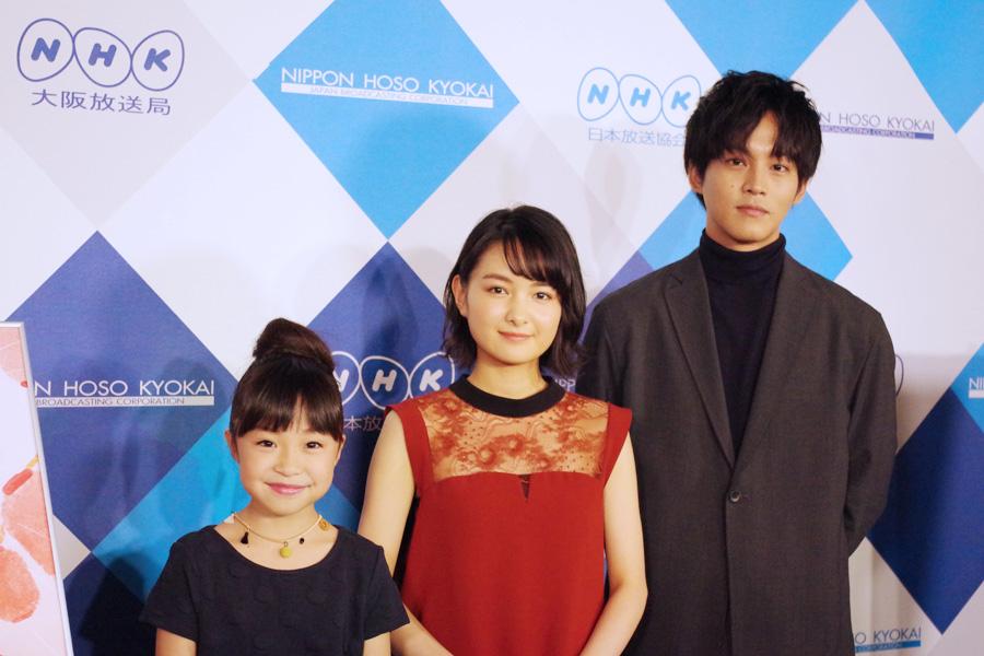 左から新井美羽、葵わかな、松坂桃李