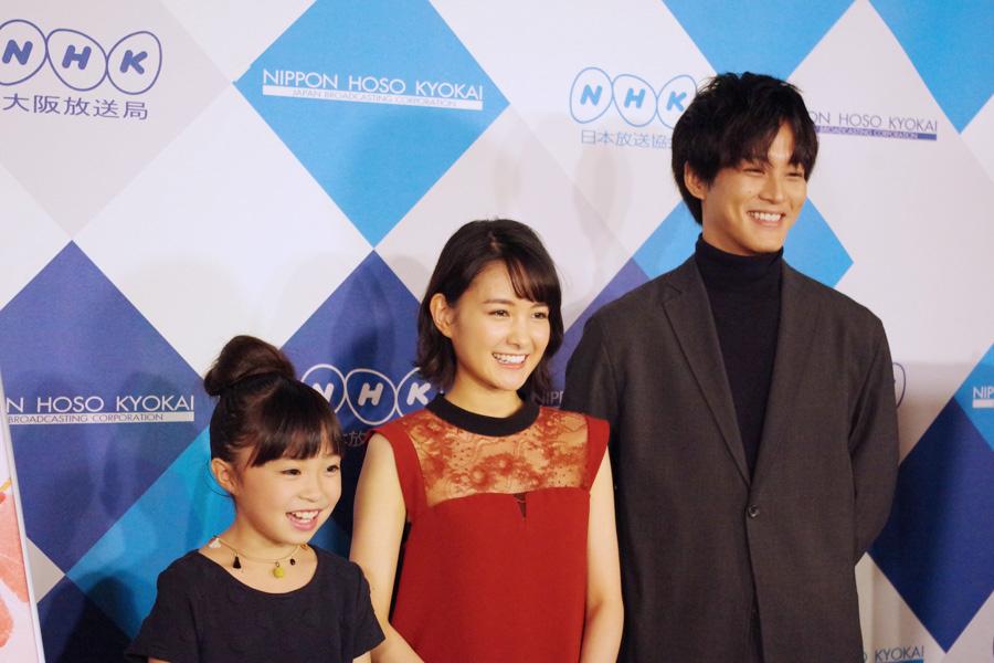 左が1週目に松坂の相手役を務めた新井美羽