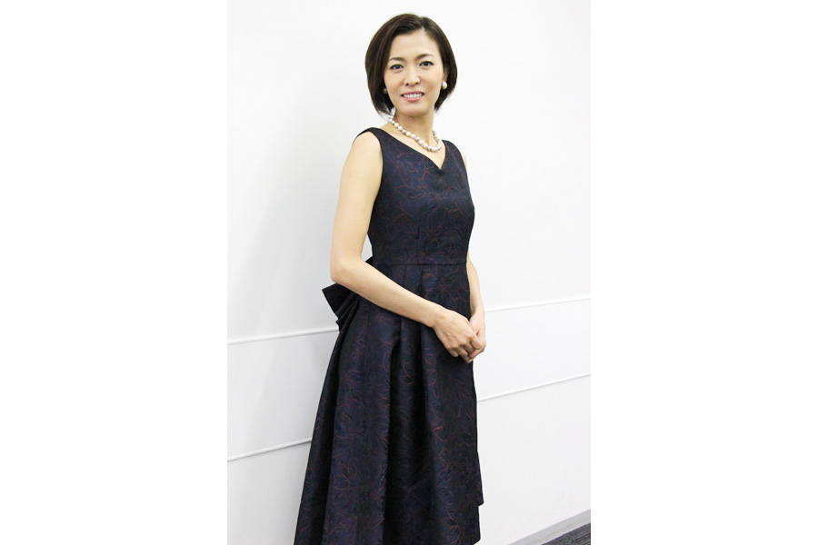 蜷川幸雄作品で俳優、演出助手をしていた石丸さち子が前回の演出補から演出担当へ。「熱くタフな女性で頼りにしています」と安蘭