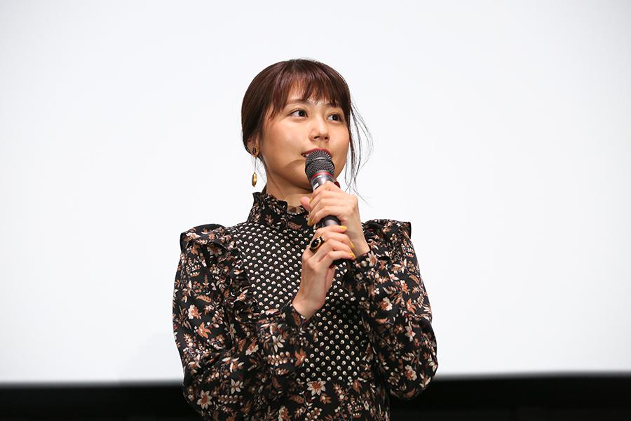地元・大阪での舞台挨拶に登場した女優の有村架純(5日・大阪市内)