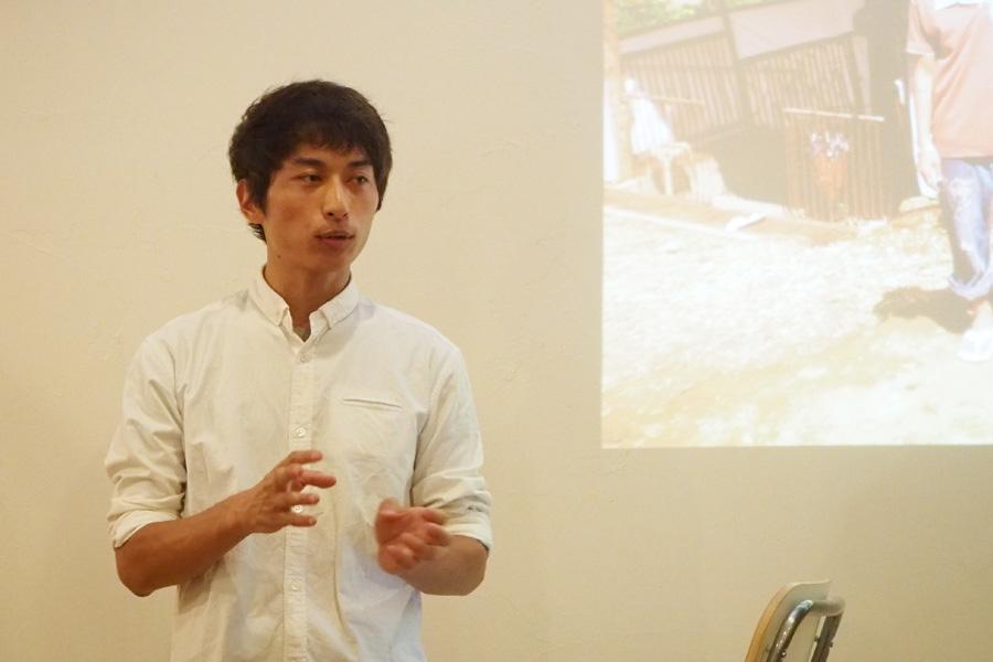 ココナッツオイルについて説明する、代表取締役の水井裕さん