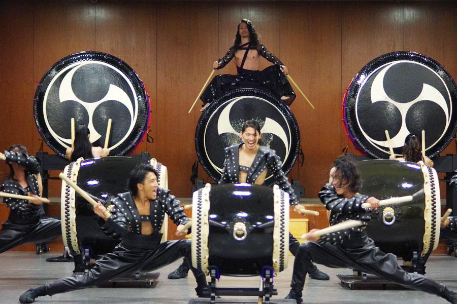 「ロックのリズムを和太鼓の音圧とミックスしたときにどんなグルーブが生まれるのかチャレンジした」という