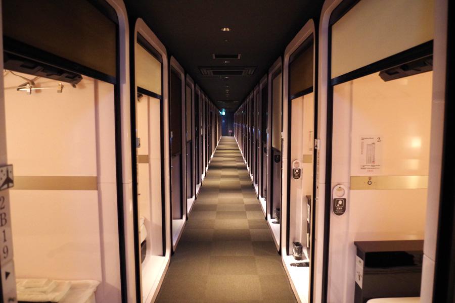 全147室。男性92、女性55室で、それぞれ3:7でファーストクラスとビジネスクラスの個室が用意されている