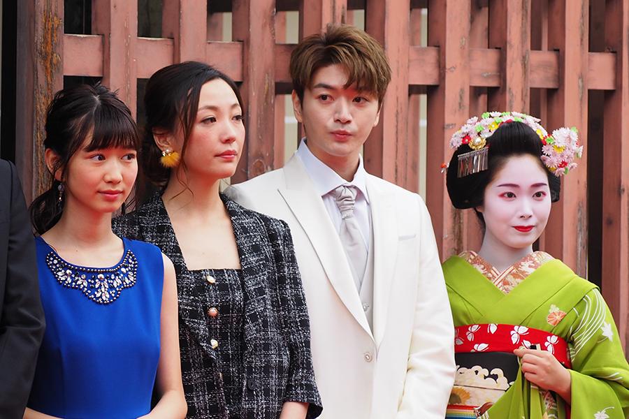 左から、岡本夏美、ちすん、超新星のソンジュ(12日・京都 西本願寺)