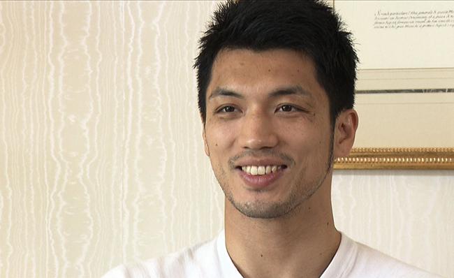 1986年奈良県生まれ。2012年ロンドン五輪で金メダルを獲得。2013年、プロに転向し今年5月、同級1位のアッサン・エンダムに判定で敗れたものの、そのジャッジが不可解としてWBA会長が不満を訴え、10月22日に異例の再戦をとげる