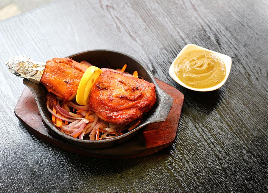 インド・ネパール料理の人気店「MT.EVEREST」は、バルスタイルで楽しめる新店を出店